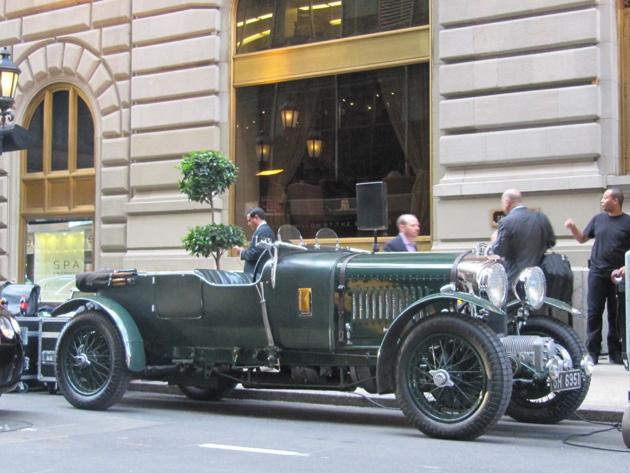 bentley speed six outside st regis hotel Suite Bentley do hotel St Regis em Nova Iorque