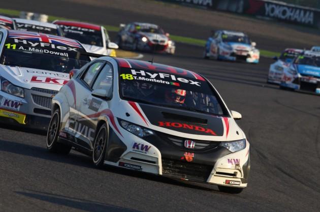 Civic WTCC Suzuka 630x419 Tiago Monteiro e Honda Civic com boa estreia no WTCC
