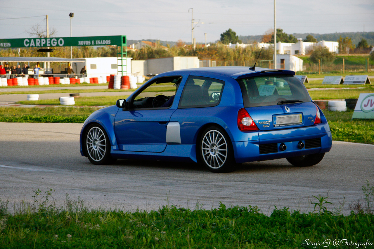 renault clio v6 renault sport. Black Bedroom Furniture Sets. Home Design Ideas
