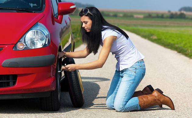 mudar pneu furado Como mudar um pneu furado em segurança?