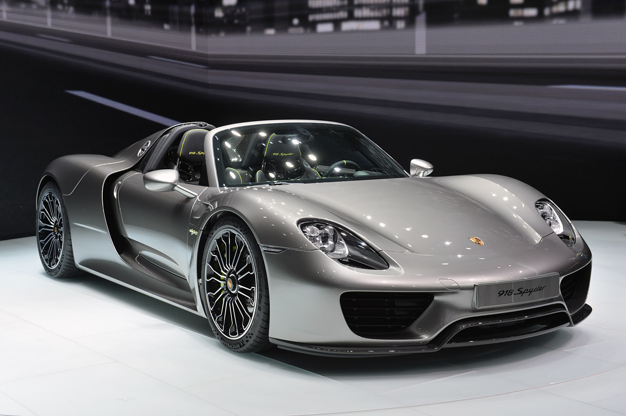 porsche 918 spyder lawan 39 godzilla 39 1200 hp siapa yang menang oto. Black Bedroom Furniture Sets. Home Design Ideas