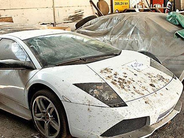 349738 Dezenas de automóveis de luxo a apodrecer na Roménia