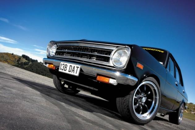 Datsun 1200 PC 147 fq 690x460 630x420 Datsun 1200 B110 – Tração traseira num clássico intemporal