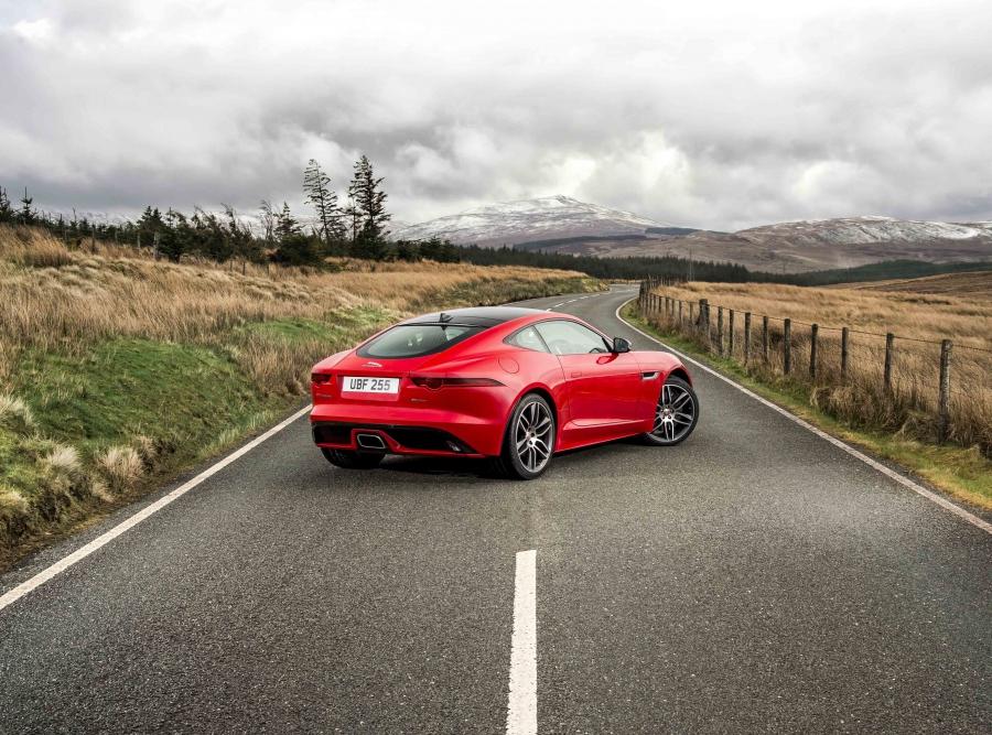 fb60e735174c53a2bbcce471f0c0e5a8 XL Jaguar F Type – 2.0 litros turbo é agora uma opção
