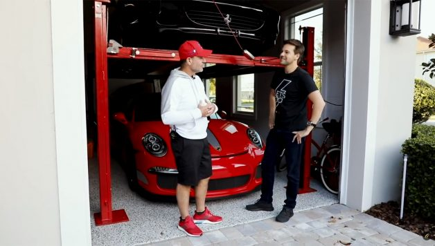 Untitled 1 copy 628x356 Rubens Barrichello abre a sua garagem