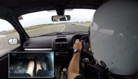 track1 280x161 Camber and Combustion – Mais um vídeo brutal da batalha em pista entre Clio RS e o 306 GTi