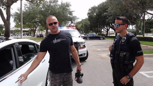 dsfsdf 628x356 Tesla sem condutor é abordado pela polícia depois não parar a um sinal de STOP