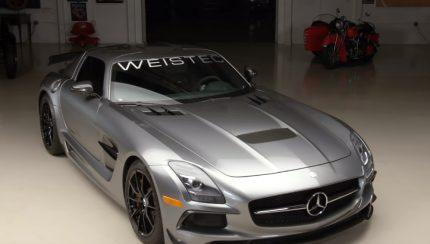 jay 430x244 Jay Leno ensaia Mercedes Benz SLS Black Series com 825 cavalos do preparador WEISTEC