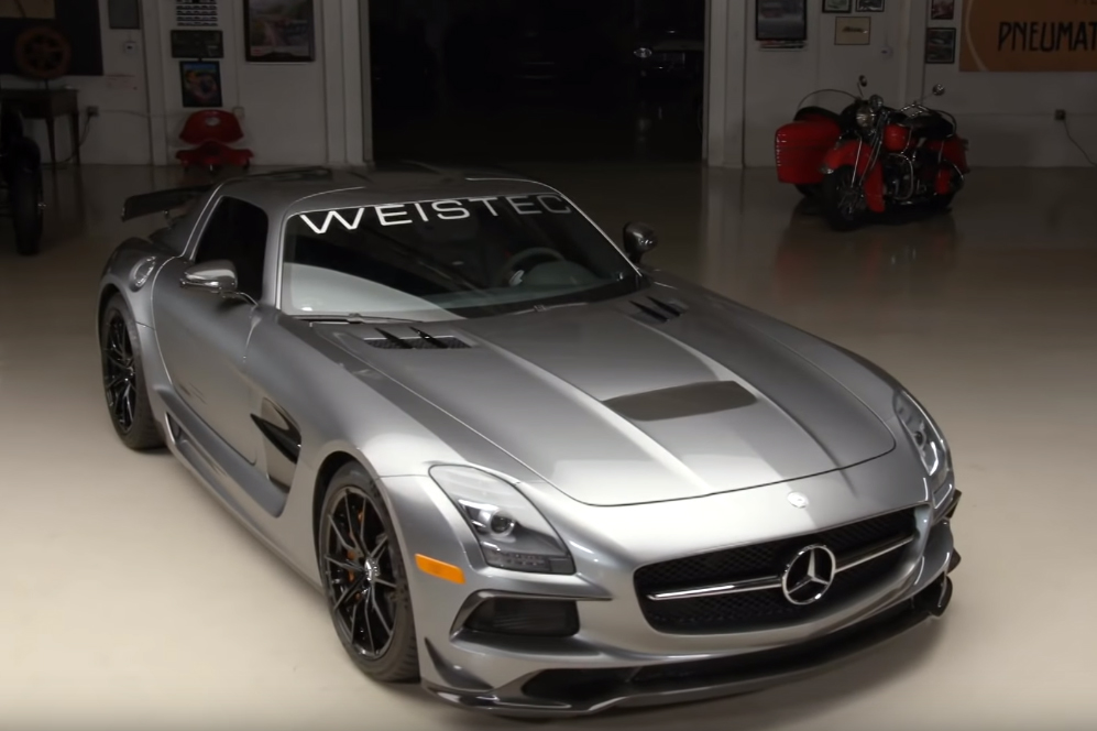 jay Jay Leno ensaia Mercedes Benz SLS Black Series com 825 cavalos do preparador WEISTEC