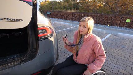 sadasdasd 430x244 O Tesla Model X é provavelmente um dos melhores automóveis para pessoas em cadeiras de rodas
