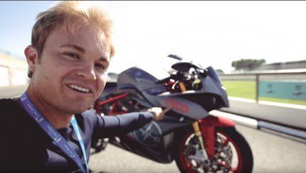 sdfasd 430x244 Ex campeão do mundo de F1 Nico Rosberg testa a sua Superbike elétrica