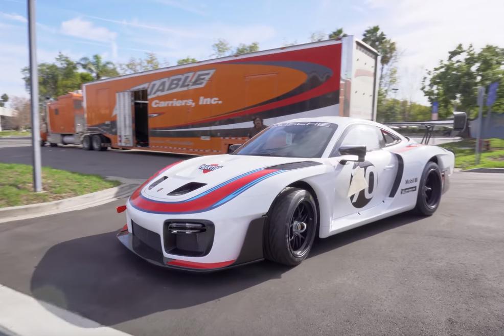 935 Manny Khoshbin recebe o seu incrível Porsche 935