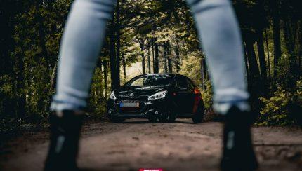 kitkat gti B51DJi1BLVw 1 430x244 Porque também há mulheres que adoram automóveis