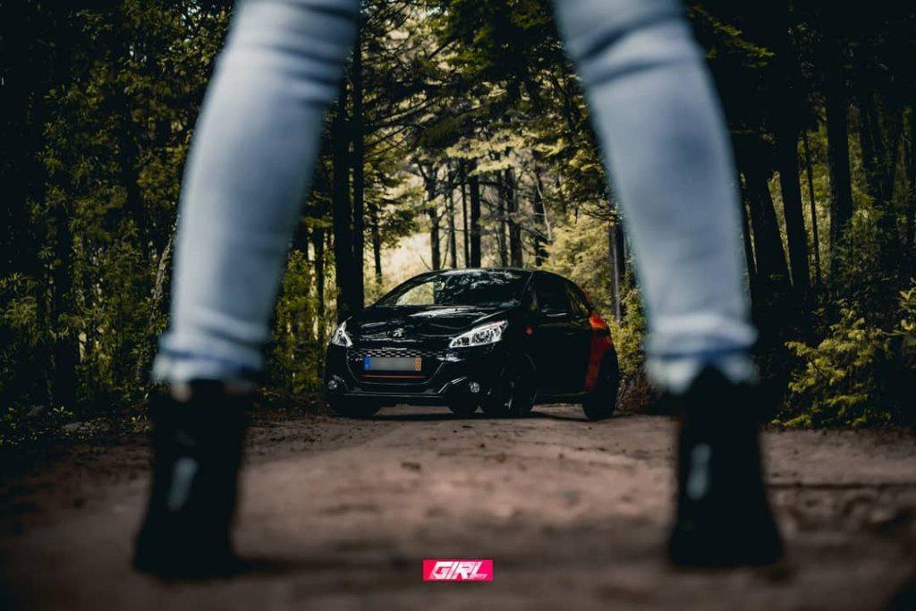 kitkat gti B51DJi1BLVw 1024x683 Porque também há mulheres que adoram automóveis