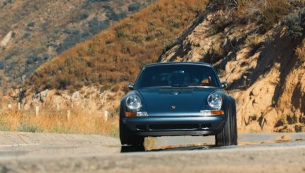 singer 430x244 Henry Catchpole conduz o incrível Porsche 911 Reimagined by Singer