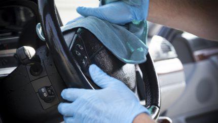 iStock 30667048 430x244 COVID 19 – Se mais do que uma pessoa utiliza o seu automóvel tenha cuidados redobrados com a higiene