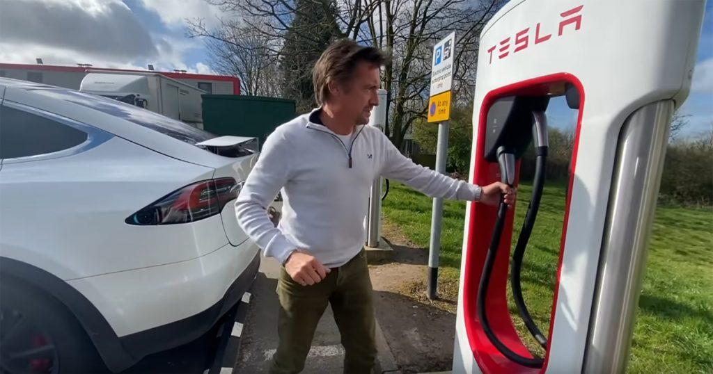 tesla 1 1024x538 Richard Hammond num hilariante vídeo com a sua esposa num Tesla