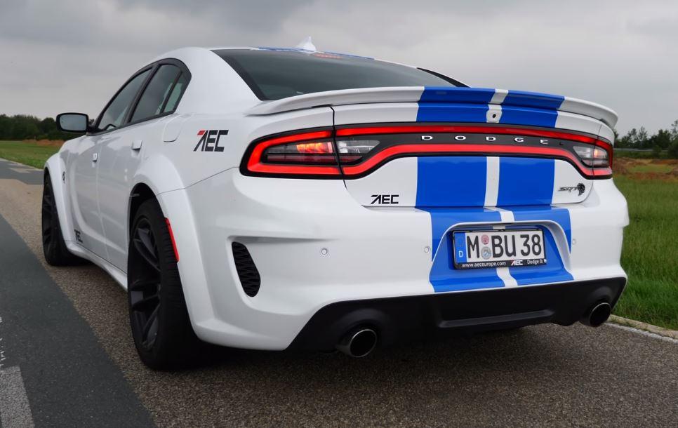 dodge Dodge Charger Hellcat sem limites numa Autobahn