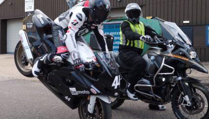 motos 430x244 44Teeth   Video divertido explica como conduzir uma moto de forma correcta